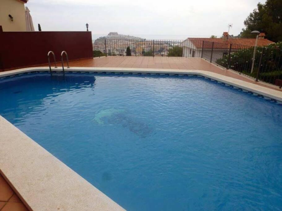 Voilà la piscine communautaire à 5 min de la maison !