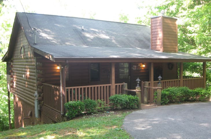 Popeye's Cabin*Secluded*Romantic*Hot Tub*& Jacuzzi - Sevierville - Mökki