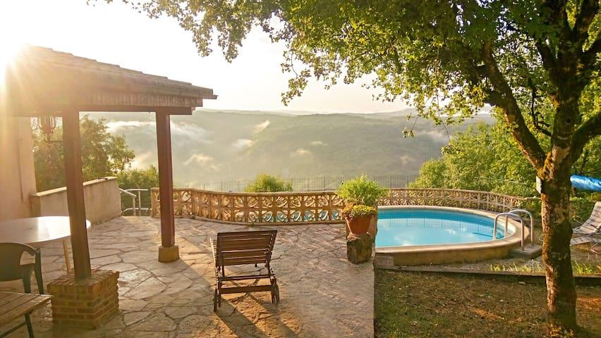 Huisje met privé zwembad met spectaculair uitzicht