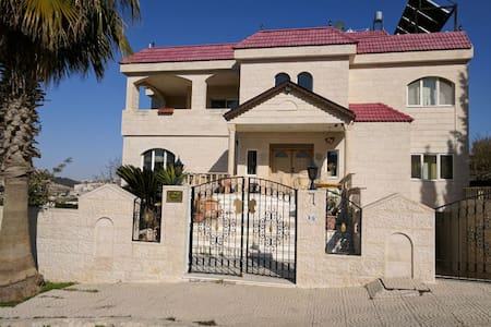 Jollyville, Bed & Breakfast. - Amman - Hus