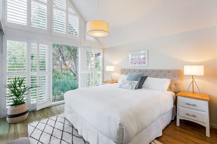 Wake up to the beautiful natural light in the upstairs King bed overlooking the Peppi trees and grassed area below, a short walk across the road to the beautiful waters of Quindalup beach.
