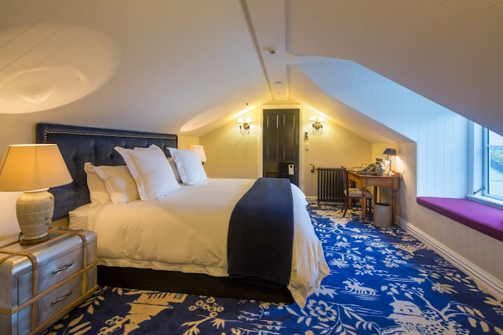Hulbert House Boutique Lodging- Premium Suite