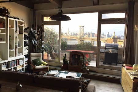 Artist's Loft with Skyline Views - Brooklyn
