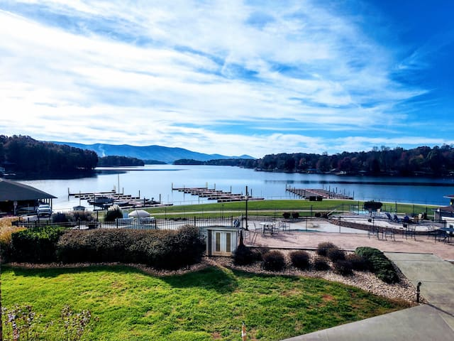 NEW! Relax & Recharge Waterfront/Sleeps 6/Pets Ok