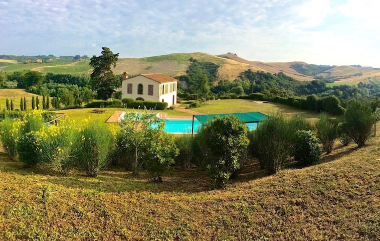 Villa Toscanella - 4 bedrooms, 4 bathrooms, pool