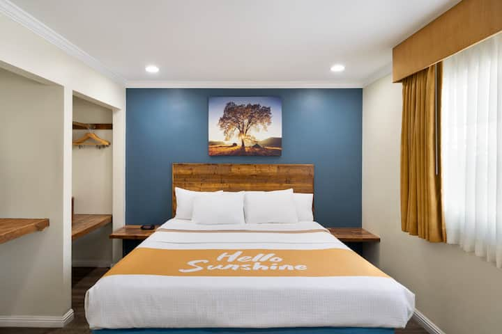 Cozy 1 King Bed Studio Suite in San Diego by SDSU