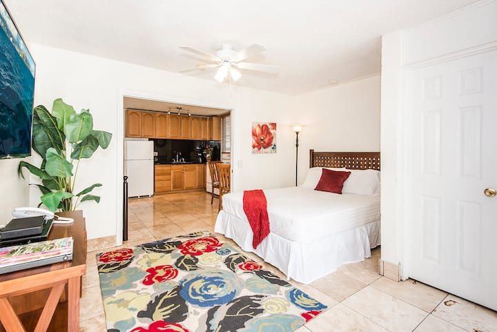 *Professionally Sanitized*Royal Moana Condo by the Beach Full kitchen+Parking - Royal Moana 1 BDR on the 4th Floor A FREE parking