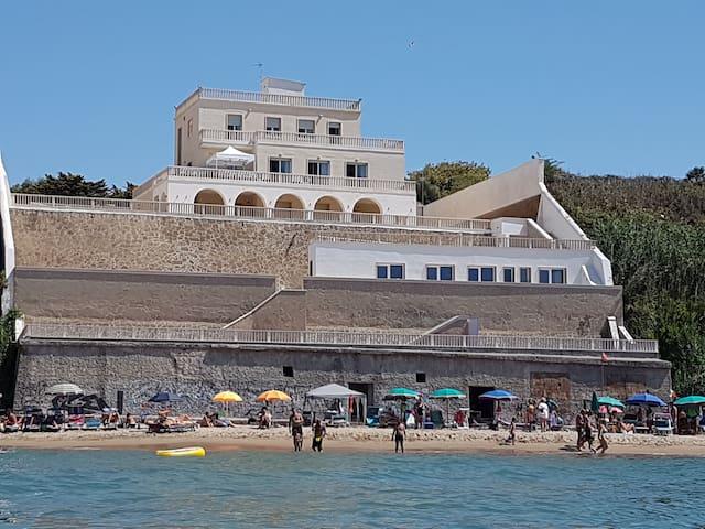 """B&B Il Paradiso sul mare - stanza """"Giglio"""" - แอนซิโอ"""