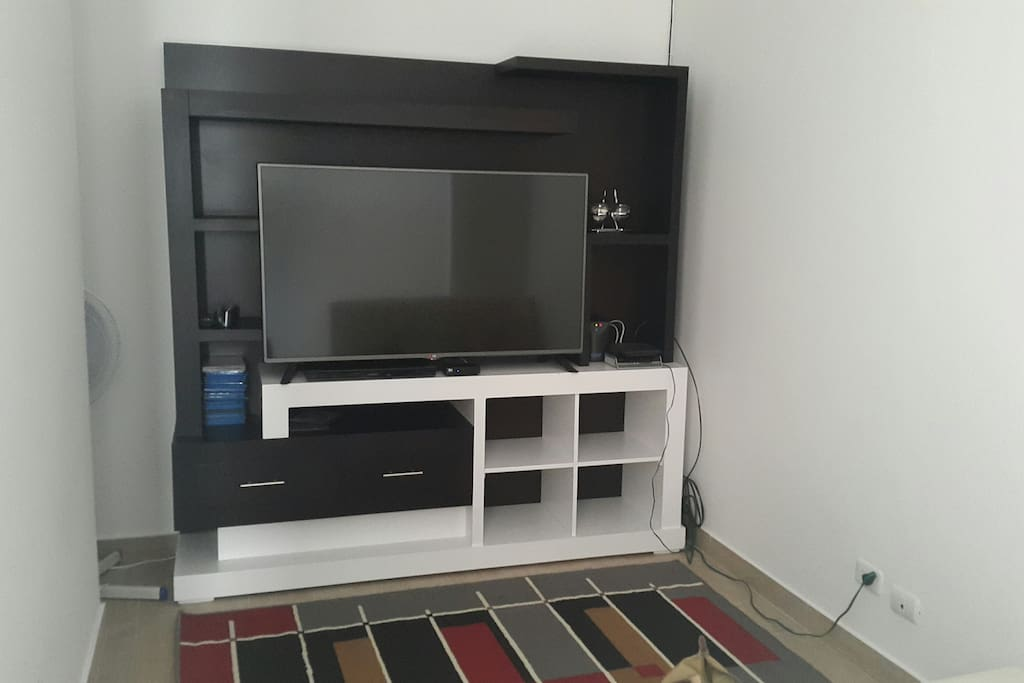 TV cable, Wifii, DVD, movies, air conditionair