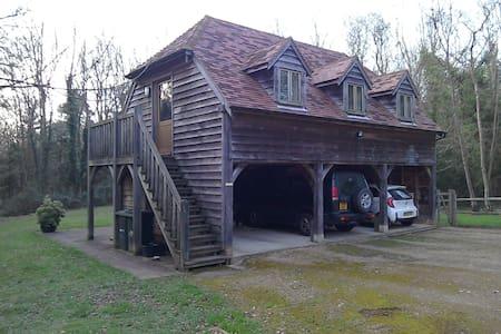 The Garden Studio, a detached oak beamed studio. - Heathfield - Gästhus