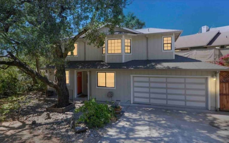 Sonoma Hideaway:  3BD/2.5BA Beautiful Patio/Garden