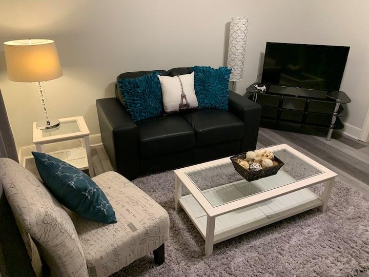 Cozy 2 Bedroom Upstairs Suite - No Stove!