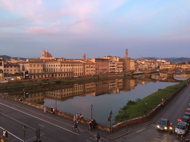 Valia Florence 3:Private Balcony & River Arno View
