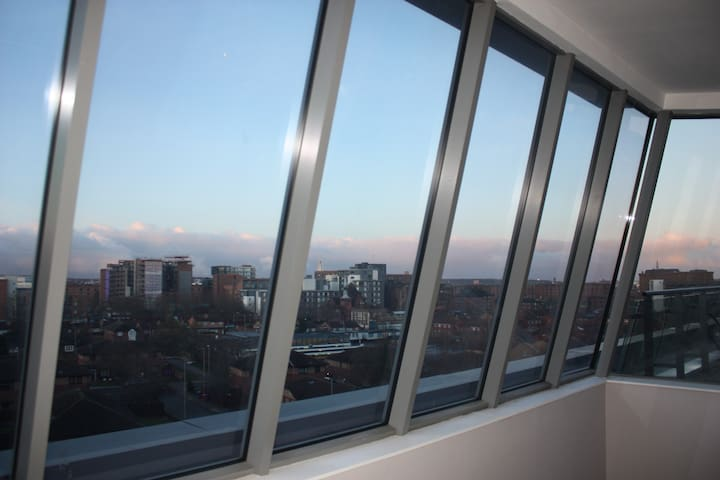 Beautiful Views over Liverpool- Double Bed Ensuite