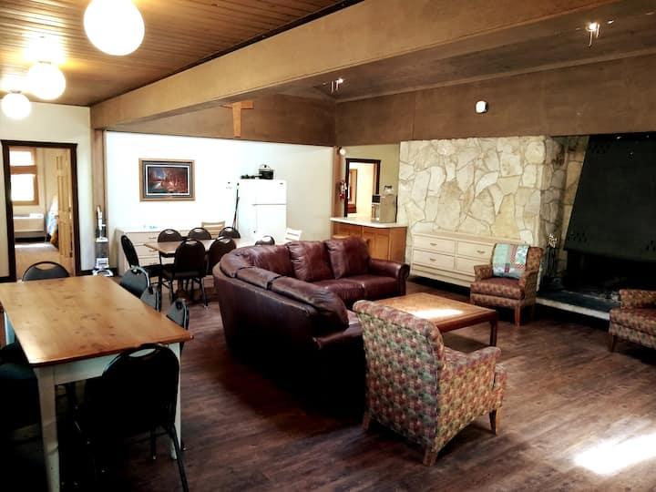 The Lodge- Sleeps 30 with Lake access