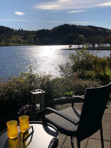Sørlandsperle med direkte sjø og golfbane utsikt