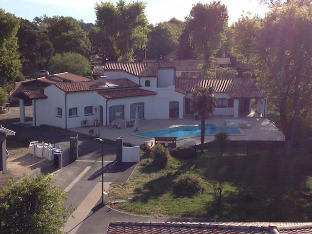 BASSIN D' ARCACHON: CHAMBRE PRIVÉE INDUS - Biganos - ที่พักพร้อมอาหารเช้า