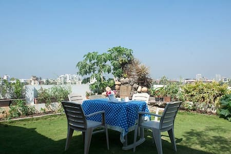 Cozy Ensuite Bedroom in Juhu , with a garden - Mumbai - Appartement