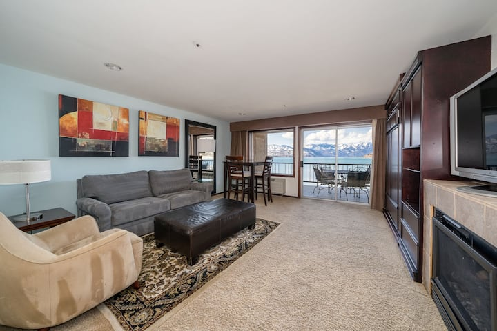 Grandview Lake View 206! Luxury Waterfront condo, sleeps up to 6!