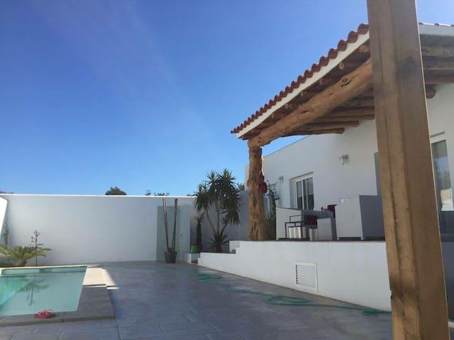 Stanza con bagno privato. In moderna casa di campo - Santa Eulalia del Río - Dům