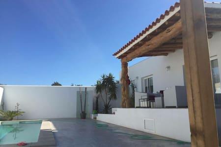 Stanza con bagno privato. In moderna casa di campo - Santa Eulalia del Río - Talo