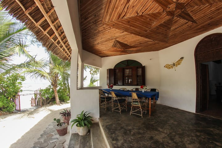 The Kipepeo Lodge - Beach Villa