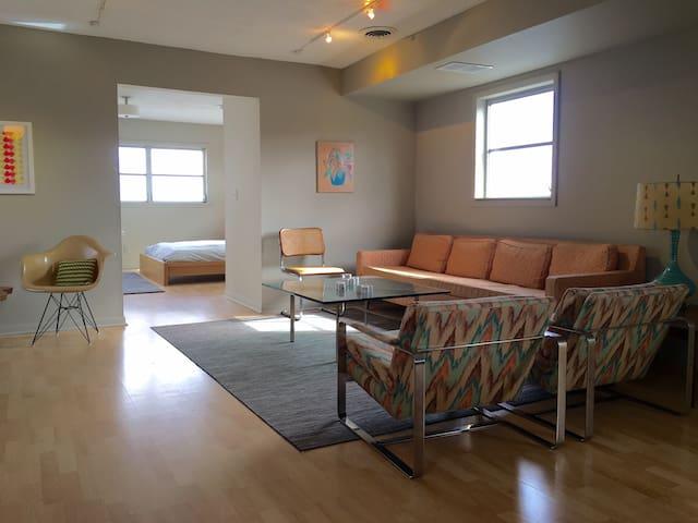 Mid Century Artist Loft in SoBro - Indianapolis - Appartement