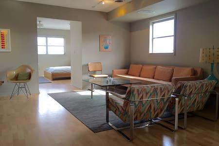 Mid Century Artist Loft in SoBro - Apartamento