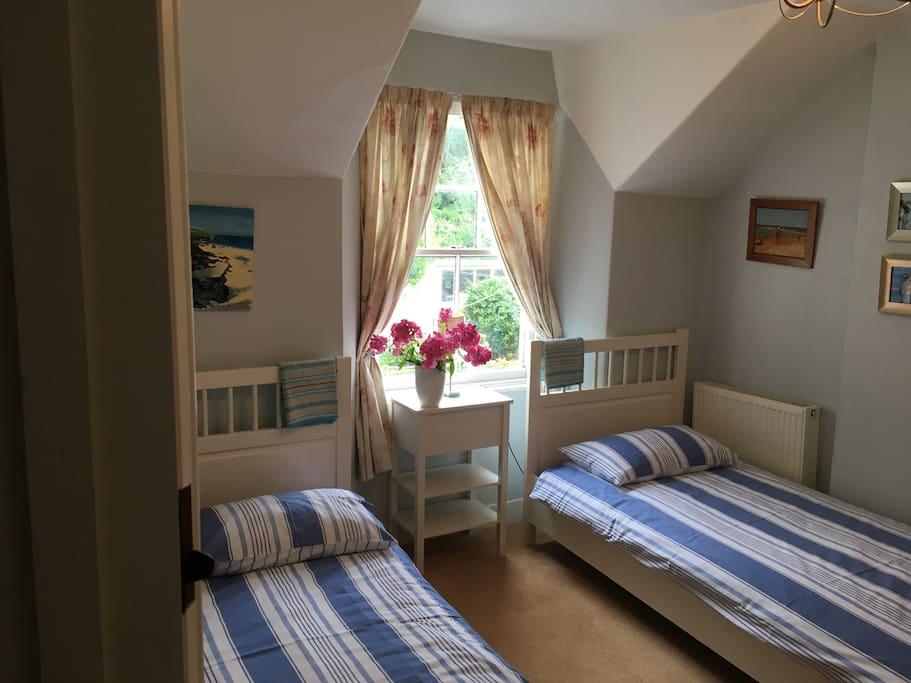 Pretty twin room