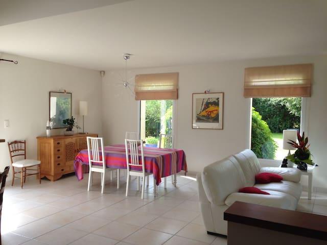 Maison avec jardin proche des plages et de CAEN - Biéville-Beuville - Dům