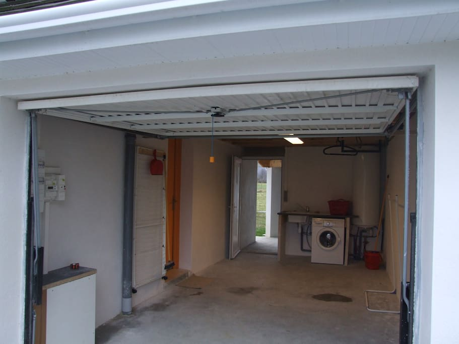 garage attenant (2 )