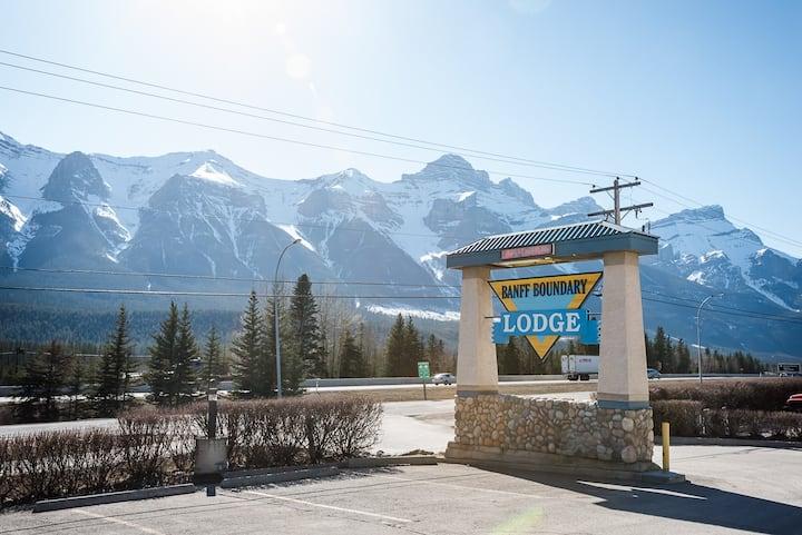 Cozy Banff Gate two bedroom condo loft Getaway