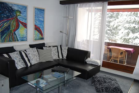 Modern apt, sleeps 4, 2 bath, pool, close to lifts - Laax