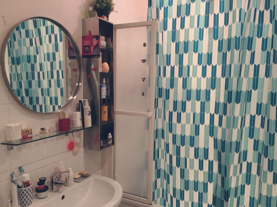 # Salle de bain Baignoire et décor industrielle