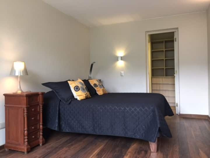 Casa Vitacura/ Luis Pasteur con linda habitacion