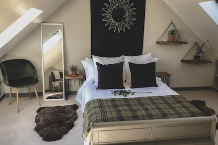 Room on the water front, South Queensferry