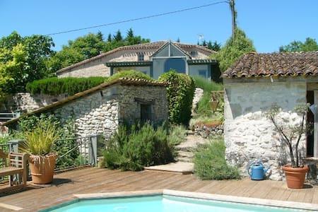 Wonderful house in amazing surroundings - Cancon - Casa