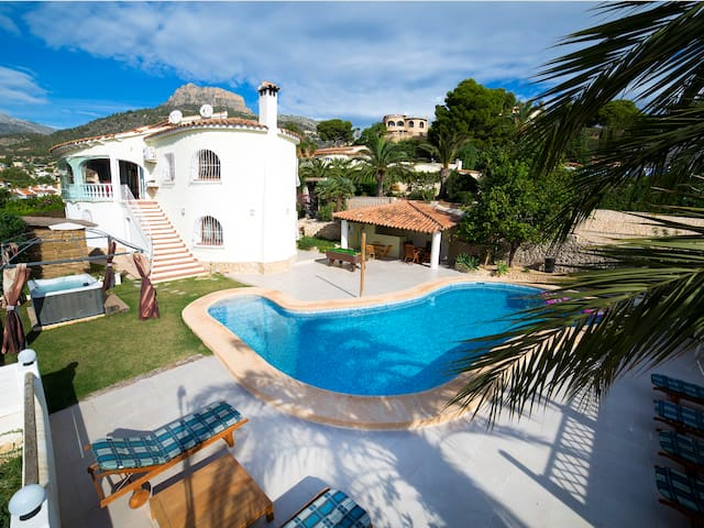 Downstairs apartment in villa, 4p, seaview,pool