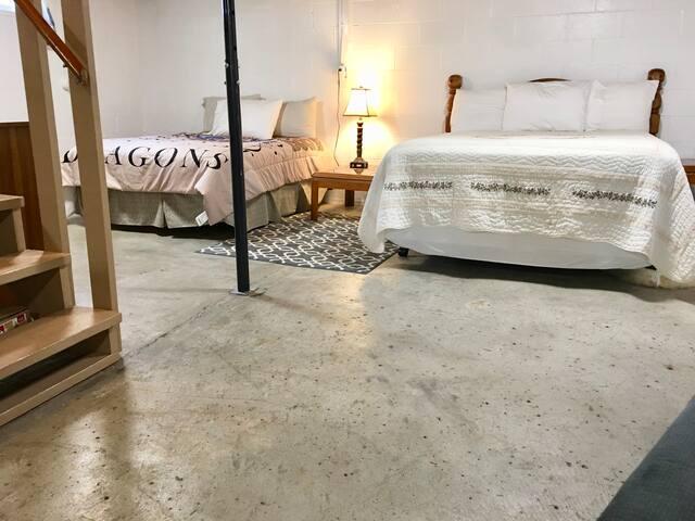 2 queen beds downstairs