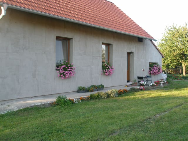 Village house with nice garden - Nymburk - Casa