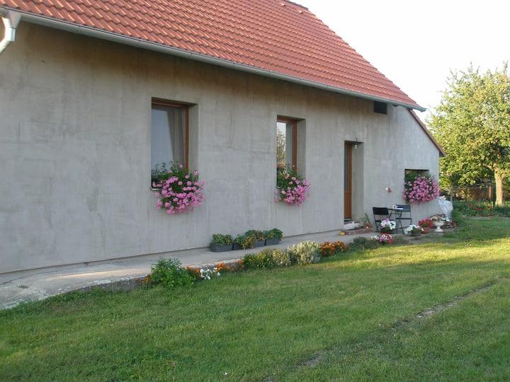 Vesnický domek s příjemnou zahrádkou