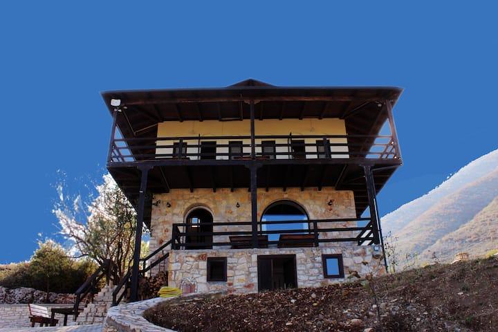 Beautiful *VILLA*, mountain relaxing view, Berat