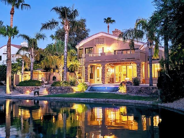 Lakeside Luxury: Gym, Spa, Pool, Dog-Friendly