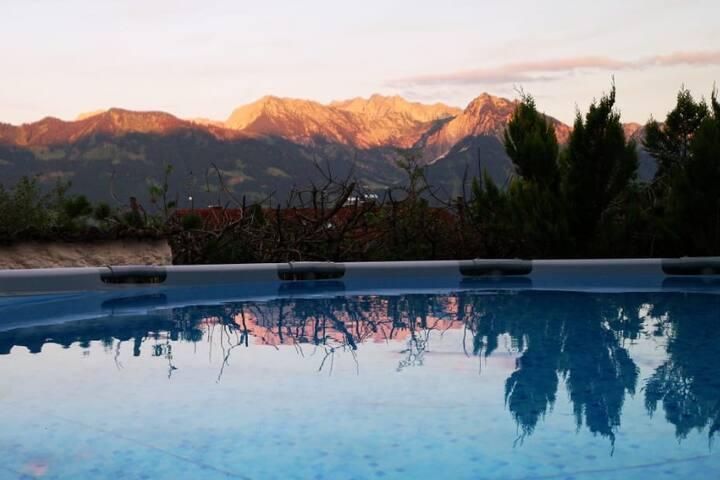 Zimmer mit Bergpanorama & Pool