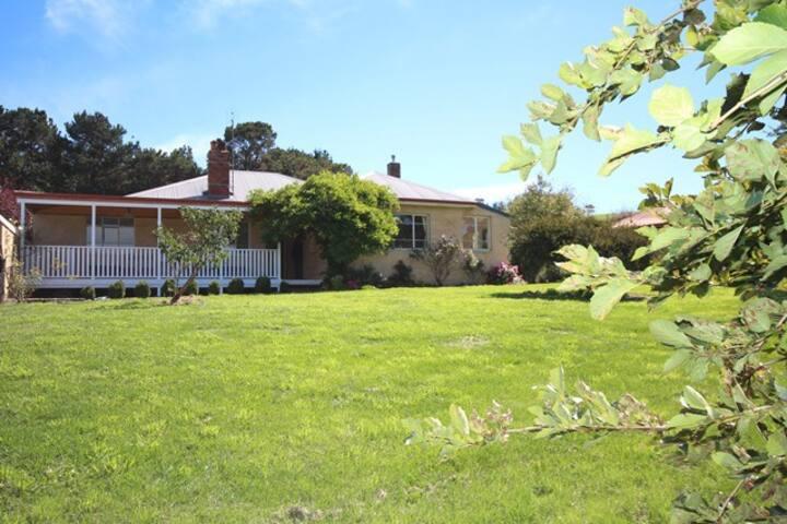 Oberon TITANIA farm house