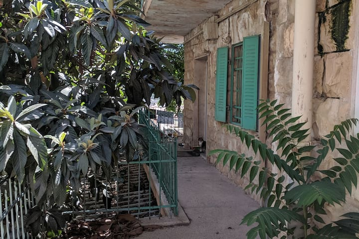 Beit Hatulim - House of Cats in gorgeous Nachlaot