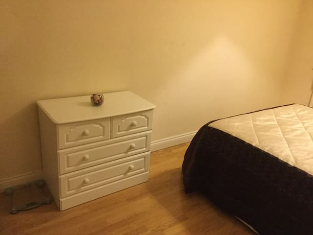 Cosy, spacious room in safest area in corby.
