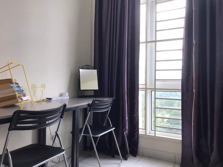 Rania's Cozy Home with View   IPTV   KLIA