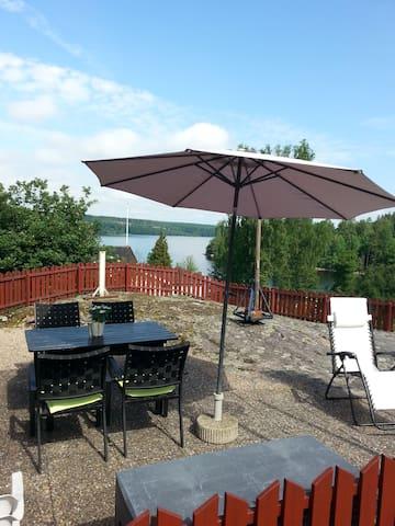 Sjönära sommarhus i lugna Töresvik - Mark S - Huis