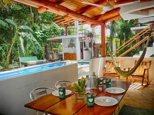 Villa Jardin - 2 BR, kitchen, pool, walk to Samara